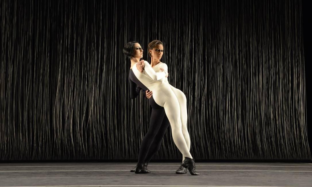 filarmônica de L.A tem balé criado por grupo corpo