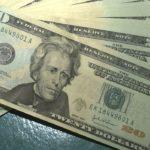 dólar fecha no menor nível em cinco semanas, e cai para R$ 5,11