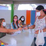 estudantes da rede municipal do recife recebem cartões alimentação