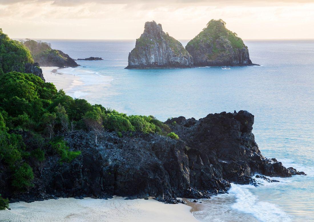 óleo-em-fernando-de-noronha-fragmentos-aparecem-em-algumas-praias